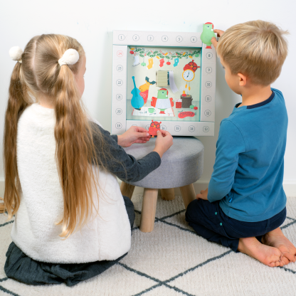 Bruzdukų advento kalendorius Skamba Kalėdos! - vaikai žaidžia